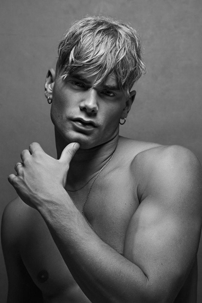Mann blonde haare