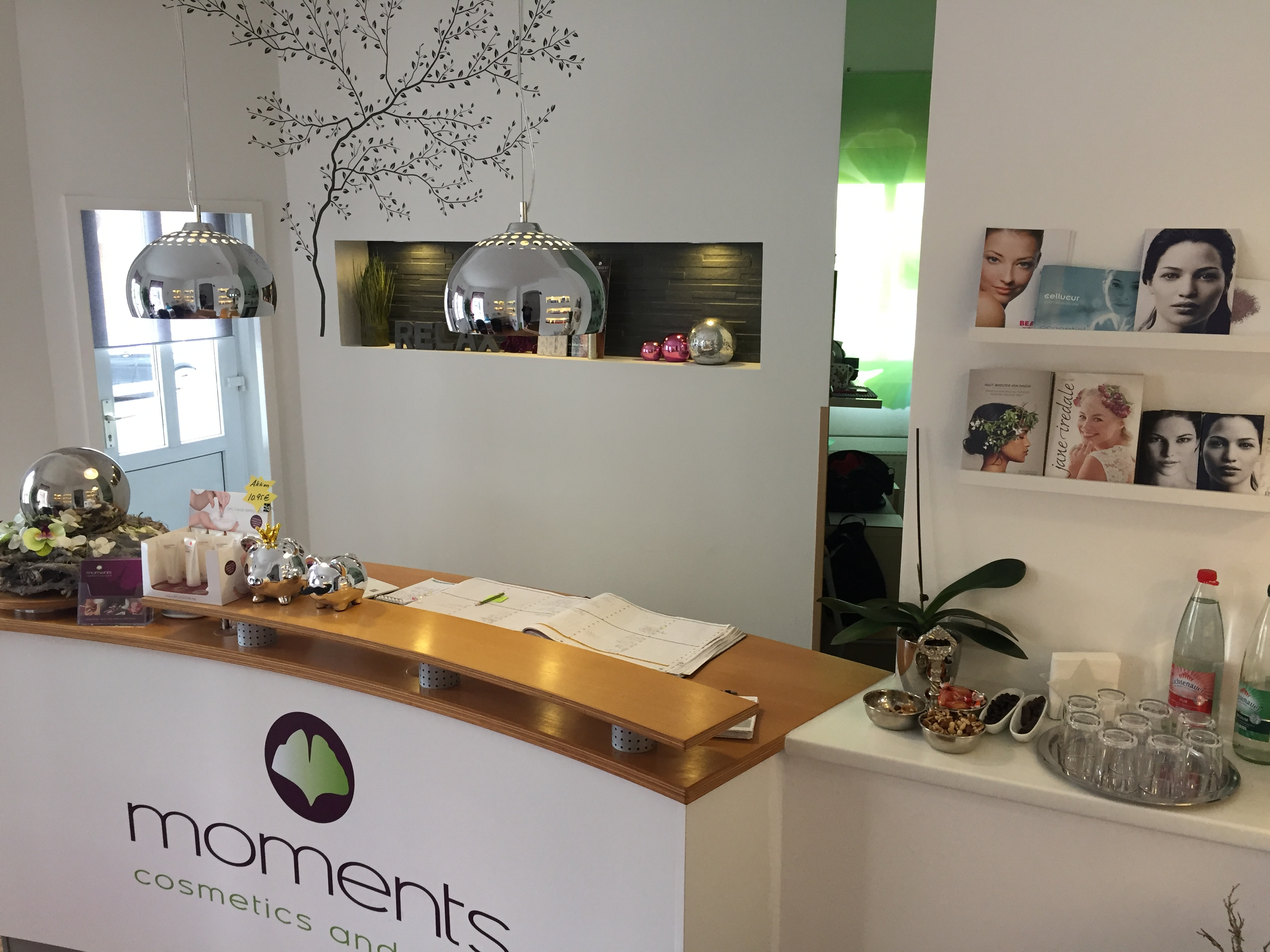 Moments cosmetics & more